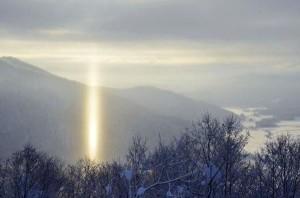 嚴寒低溫  北海道驚現「光柱」奇景