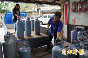 明天起  桶裝瓦斯每公斤降3元、天然氣降1成