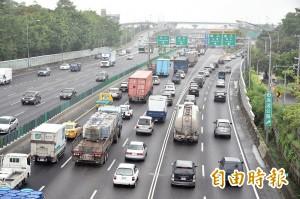 油價低、開車族增加 交通部:春節國道恐塞爆