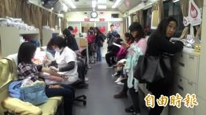 台南震災嚴重 台中人不畏寒流踴躍捐血