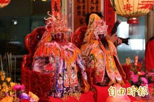 王爺奶奶「轉後頭」 信徒為台南祈福
