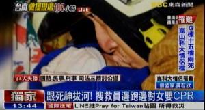 強震後跟死神搶人 救難員邊跑邊CPR