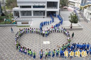 二林高中學生「愛心」接龍 為圖書館搬新家