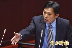 黃國昌首度質詢 就與勞動部長互槓