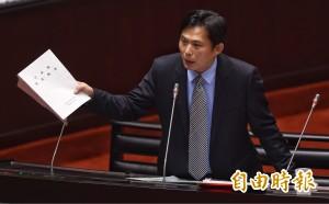 戰神質詢犀利 陳雄文回嗆:你只會讀法律文字?