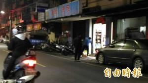 洗鞋包店遭砸玻璃碎光 警鎖定嫌犯追查中