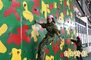 家齊女中公民訓練 軍事生活凝聚團隊默契