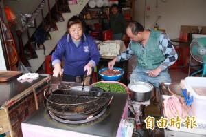 慈裕宮前百年炸粿店 見證竹南中港興衰
