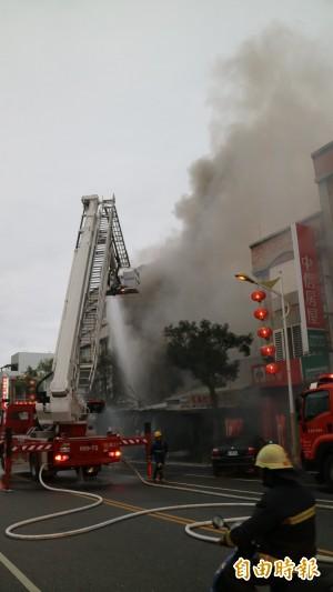 花蓮鐵皮屋起火 鄰屋這樣做3人獲救