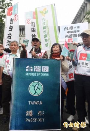香港拒台灣國護照入境 他呼籲:別貼貼紙去港澳