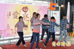 慶聯、港都捐百萬助弱勢童 攜手「讓愛亮起來」