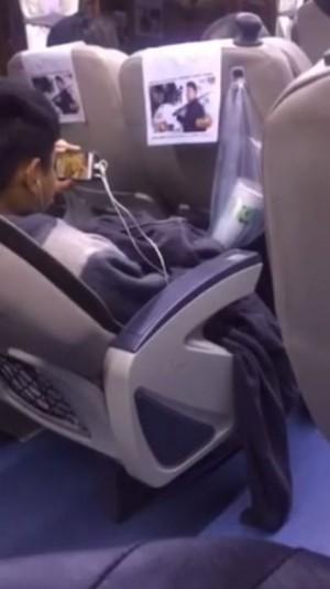 少年客運上看片打手槍 一旁乘客全都錄