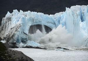 阿根廷冰河拱門崩解 壯觀影片全球瘋傳