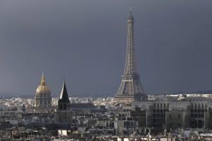 聲援比利時 巴黎艾菲爾鐵塔將打燈