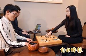 和「台版AlphaGo」CGI對弈 美女棋士黑嘉嘉技高一籌