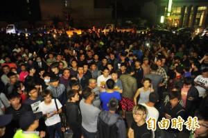 黑衣人包圍永康警所 警方:嫌犯尚未落網