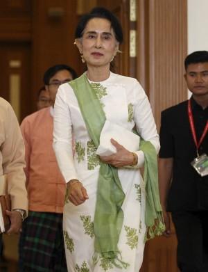 翁山蘇姬出任「國家顧問」 緬甸上議院通過法案