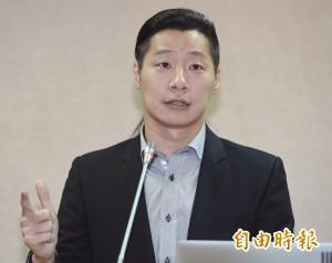 護照姓名有望用母語拼音  林昶佐高喊:我是Lim Tshiong-tso!