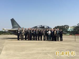 新任國防部長爆黑馬 內定空軍退役上將馮世寬