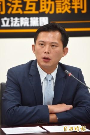 他霸氣借黃國昌時間質詢 網友讚:還要電官員十分鐘!