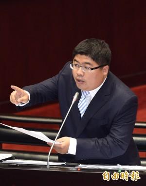 羅瑩雪新聞稿開罵 綠委:那可不是個人粉絲頁