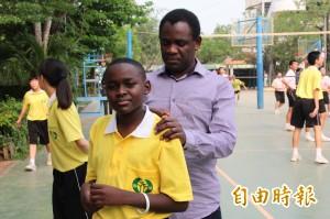 肯亞學童無沙蚤病 牧師爸來台:神蹟!