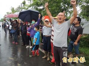 焚燒家禽骸骨引起惡臭 員山鄉民圍廠抗議