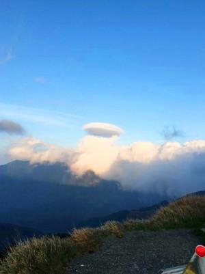 合歡山上看到飛碟? 是飛碟雲啦