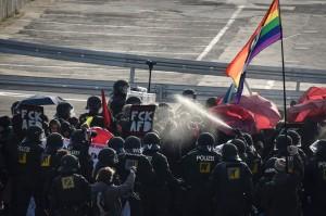 德反移民政黨大會遭抗議 傳有400人被捕