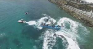 漁船擱淺墾丁 水上摩托車超狂救援!