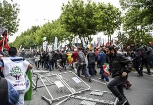 土耳其勞動節示威爆衝突 當局鎮壓逮2百多人