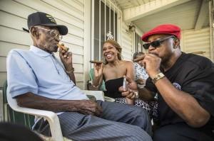 抽雪茄喝威士忌 美國最老二戰士兵喜迎110歲