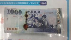 店員用這招烘乾鈔票 讓大家笑翻紛紛搶收!