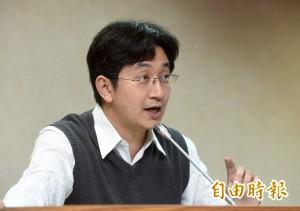 520更換總統玉照 蔡適應要求國軍效忠