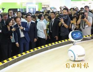 機器人和蔡英文搶頭路? 它說:我也要當總統
