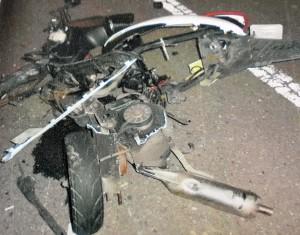 少年無照騎車逆向撞小黃  1死、1重傷