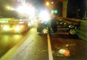 國道遭撞連翻2圈 後座乘客被甩出車外