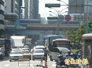 華航空服員罷工 南京東路3段塞車剩一線道