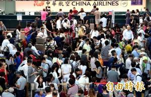 華航罷工影響 逾4000團客出不去回不來