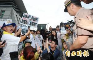 國防部抗議風波 動保團體澄清:沒有要求國賠