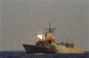 海軍今誤射雄三飛彈  左營民眾目睹飛彈射出