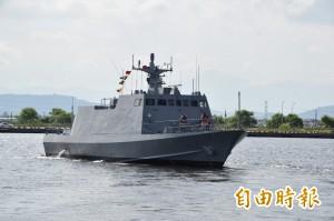 船長家屬搭海軍飛彈快艇 赴澎湖海域招魂