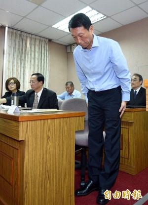 誤射飛彈 國防部副部長李喜明鞠躬道歉