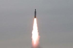 北韓又射飛彈示威  日本首相安倍晉三怒了