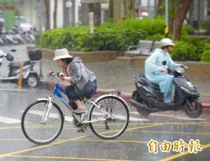 對流雲系發展旺盛   15縣市豪雨、大雨特報