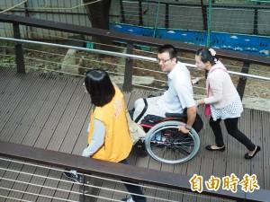 虎頭山無障礙坡道第一期完工 鄭文燦:將加強手機訊號