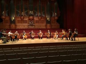 大提琴家張正傑賣總統包廂票 捐助台東災後重建