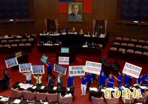 國民黨提延長至6點 黃國昌怒轟:浪費時間又想早點回家