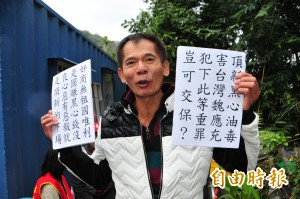 抗議天王柯賜海專心育兒 不忘大喊「馬英九還我牛!」