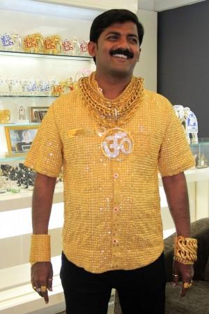 曾以「黃金聖衣」炫富 印度土豪遭圍毆致死